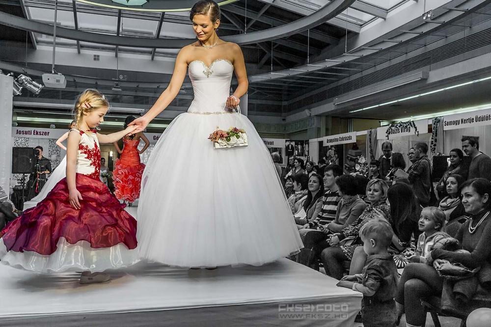 Esküvői ruhabemutató - Hotel Magyar Király